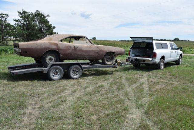 BARN FIND 440 4 Speed '70 Dodge Charger R/T Project Purple