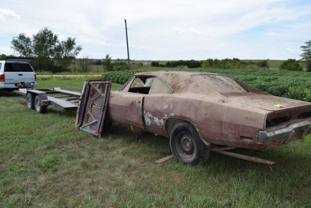 1970 Dodge Charger Rt Project Car Overall Solid Car For Sale: BARN FIND 440 4 Speed '70 Dodge Charger R/T Project Purple