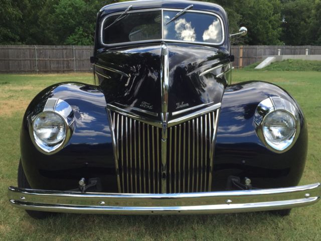 Beautiful Ford Deluxe Coupe Street Rod Cruiser Classic Show Winner Custom