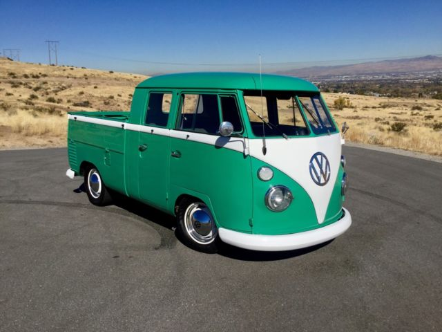 beautifully restored 1962 volkswagen vw split window transporter double cab bus classic. Black Bedroom Furniture Sets. Home Design Ideas