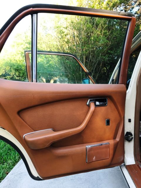 Beautifully restored 1979 mercedes benz 300sd buy 4 for Best time of year to buy a mercedes benz