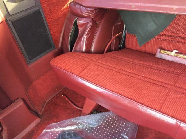 Chevrolet 1989 4x4 s10 Blazer,4.3 v6. White/ red interior ...