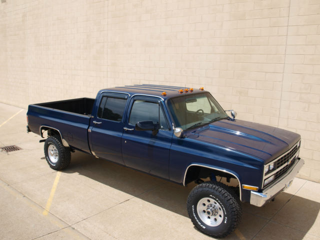 Chevrolet V3500 1 Ton Crew Cab 4x4 Long Bed Pick Up