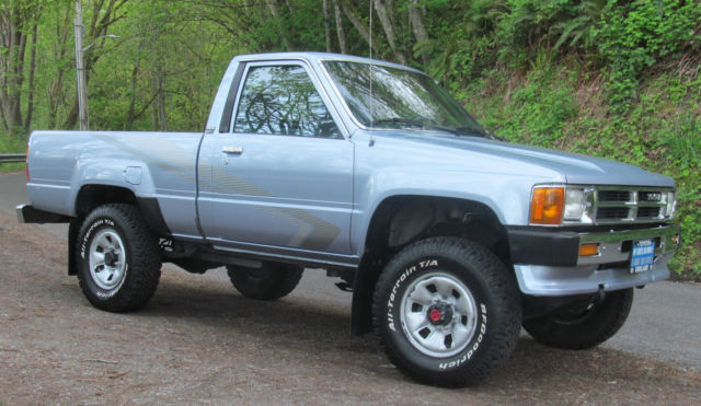 clean rare toyota pickup 4x4 pickup truck 22re 5spd hilux tacoma 4wd low miles classic toyota. Black Bedroom Furniture Sets. Home Design Ideas