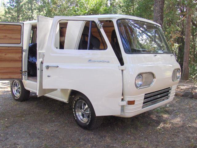 Custom 70 S Style 1967 Econoline Van Surfer Vintage