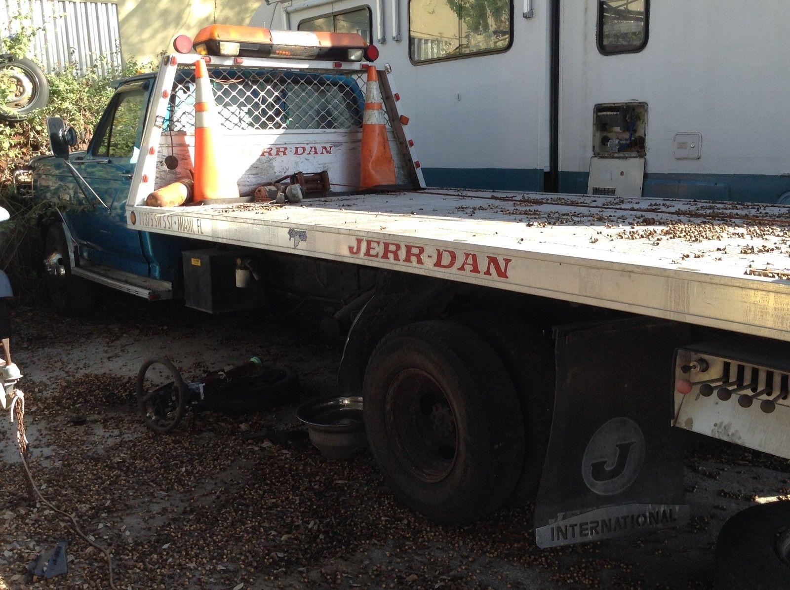 Ford Super Duty Rollback Aluminum Flat Bed Tow Truck