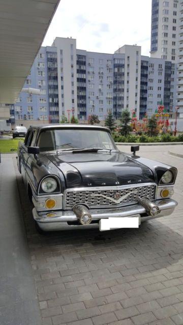Gaz Chaika Soviet Limo Year on Russian Gaz V8 Engine