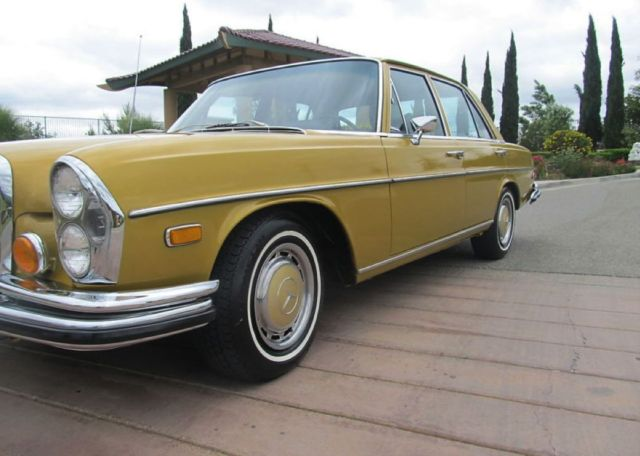 Gold color 1973 mercedes 280 se 4 5 v8 sedan 4 doors for Mercedes benz v8 sedan