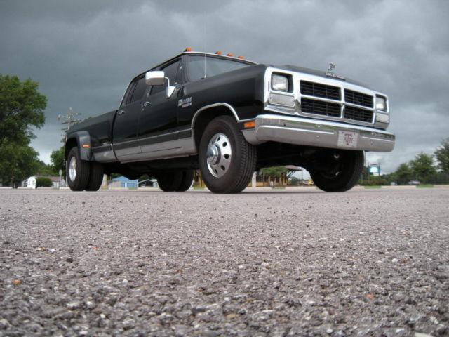 1985 dodge d100 curb weight