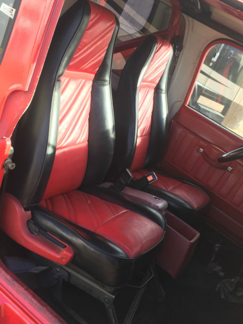 jeep wrangler yj 4x4 automatic leather seats air conditioning 100 rust free v8 classic jeep. Black Bedroom Furniture Sets. Home Design Ideas