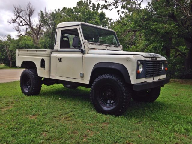 land rover defender hicap pickup rare model in the usa lifted bobbed tail classic land rover. Black Bedroom Furniture Sets. Home Design Ideas