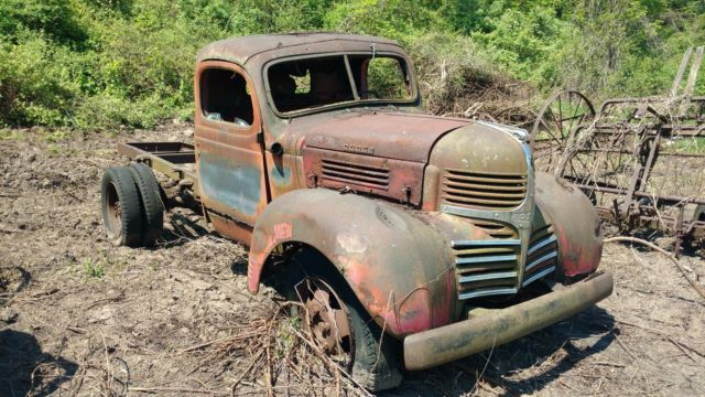 Tow Truck For Sale Canada >> Late 1930s or early 1940s Classic Dodge WF 31 farm truck ...