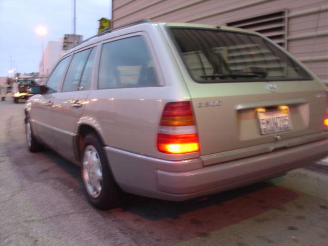 Mercedes wagon 1994 e300d estate w124 300 diesel rare for Mercedes benz e class wagon for sale