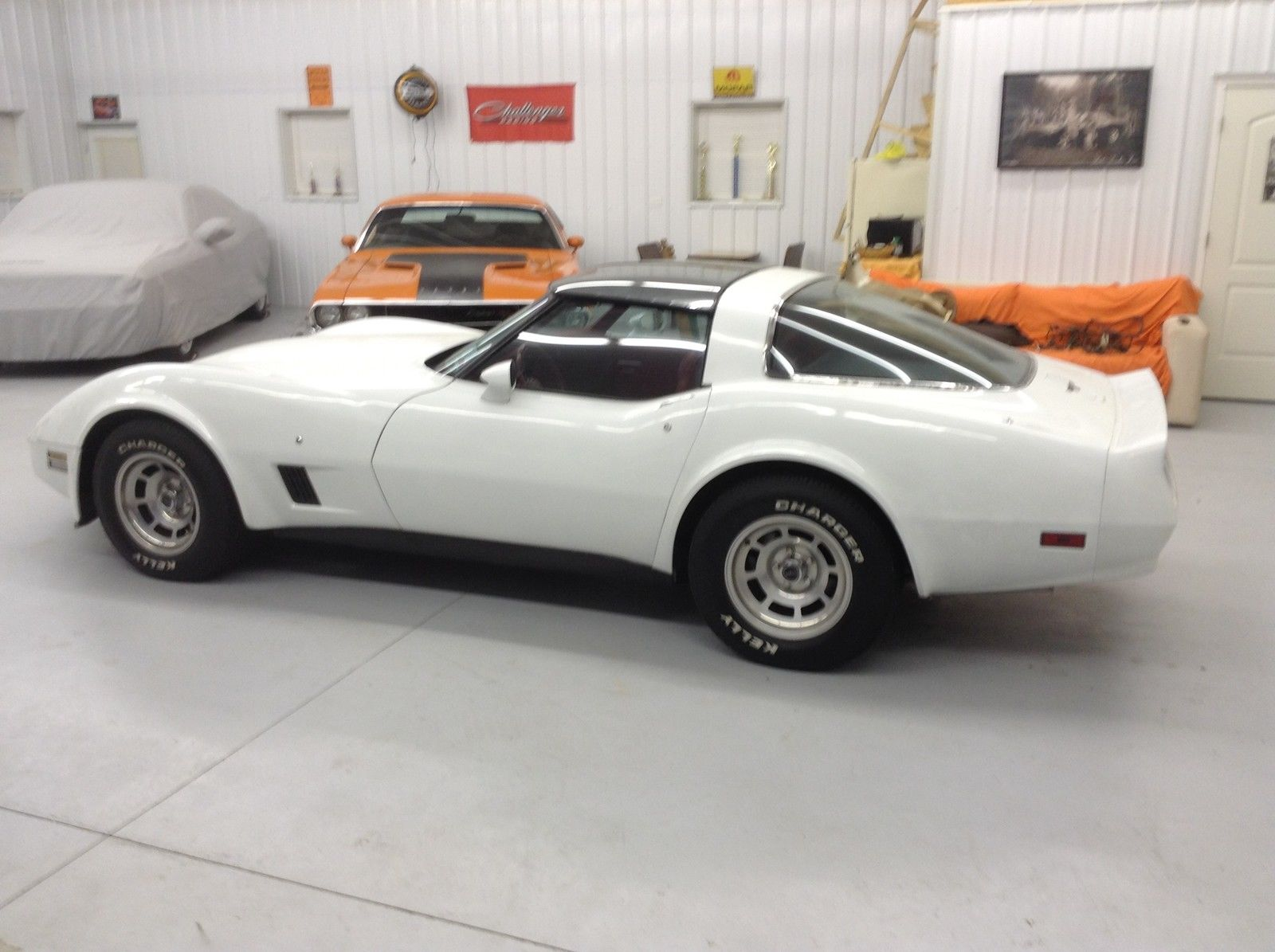 Sting Ray White Red Interior Original Low Miles Great Classic Chevrolet Corvette 1981 For