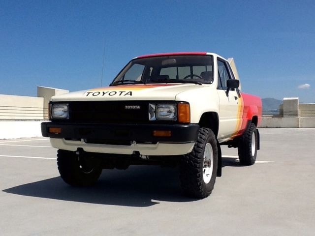 Toyota 4x4 Extra Cab Sr5 Pickup 5 Speed Straight Axle Fuel