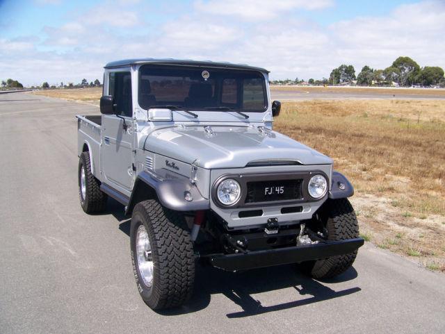 TOYOTA LAND CRUISER FJ45 1965 5K MILES AUTO 4WD AC ( JEEP LAND ROVER